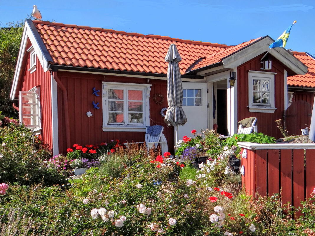 Rent a holiday home cottage villa or apartment in sweden for Red cottage