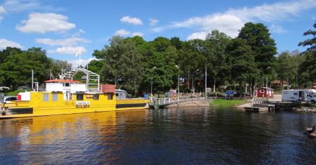 Bolmsöleden road ferry in Småland