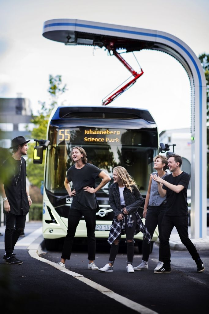 "Gothenburg: Zara Larsson sings ""Carry You Home"" on silent eBus"