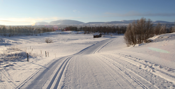 Bruksvallarna stores snow from winter to offer ski track in early October