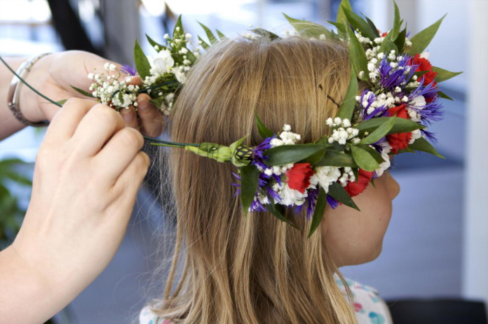 How to make your own Swedish Midsummer wreath