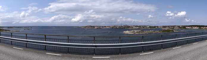 On the bridge to Fotö